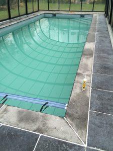 aanleg-buitenzwembad-boordstenen-terras